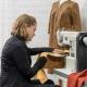 Naaien van kleding met lamsleer